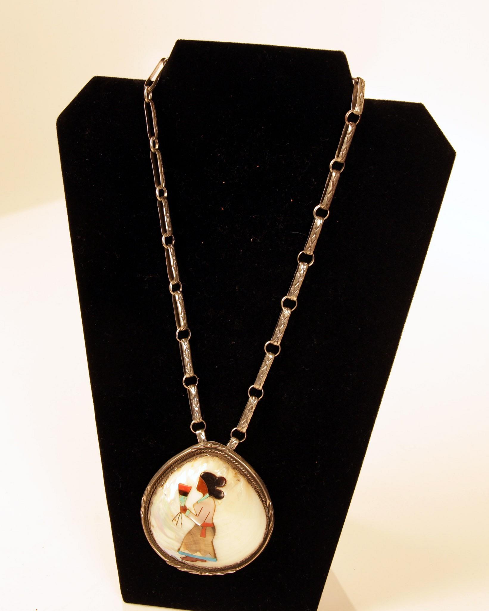 Exhibition Shell Necklace : March  exquisite fetish necklace len